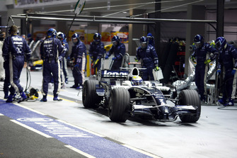 Nico Rosberg, Williams FW30, makes a stop