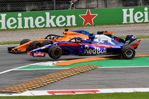 Fernando Alonso, McLaren MCL33 and Pierre Gasly, Scuderia Toro Rosso STR13 battle and make contact