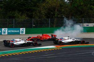 Sebastian Vettel, Ferrari SF71H spint na touche met Lewis Hamilton, Mercedes AMG F1 W09 terwijl Lance Stroll, Williams FW41, Sergey Sirotkin, Williams FW41 passeren
