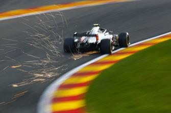 Vonken bij Kevin Magnussen, Haas F1 Team VF-18
