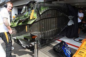 Plancher de la McLaren MCL33 couvert de peinture