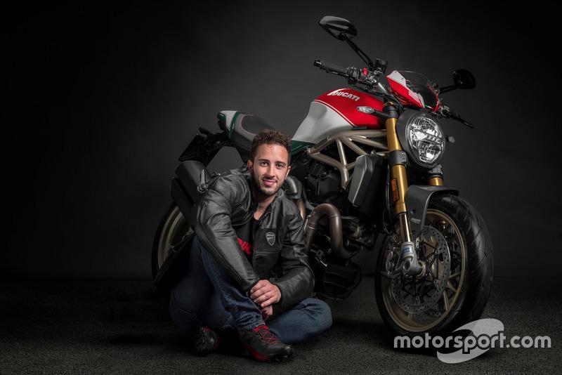 Andrea Dovizioso con il Monster 1200 25° Anniversario