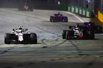 Sergey Sirotkin, Williams FW41, devant Romain Grosjean, Haas F1 Team VF-18, Pierre Gasly, Scuderia Toro Rosso STR13, et Brendon Hartley, Toro Rosso STR13