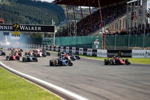 Sergio Sette Camara, Carlin precede Roberto Merhi, MP Motorsport