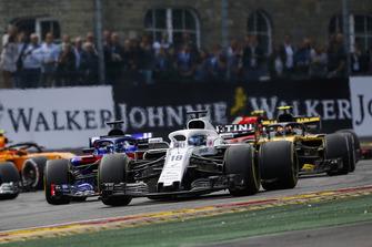 Lance Stroll, Williams FW41, Brendon Hartley, Toro Rosso STR13, et Carlos Sainz Jr., Renault Sport F1 Team R.S. 18