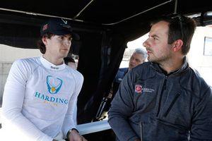 Гонщик Harding Racing Chevrolet Колтон Херта и инженер Джо д'Агостино
