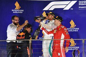 Podyum: 2. Max Verstappen, Red Bull Racing, Yarış galibi Lewis Hamilton, Mercedes AMG F1, 3. Sebastian Vettel, Ferrari