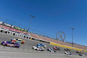 Denny Hamlin, Joe Gibbs Racing, Toyota Camry FedEx Ground e Kyle Busch, Joe Gibbs Racing, Toyota Camry M&M's