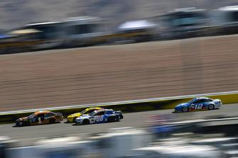 Jamie McMurray, Chip Ganassi Racing, Chevrolet Camaro GEARWRENCH e Alex Bowman, Hendrick Motorsports, Chevrolet Camaro Valvoline