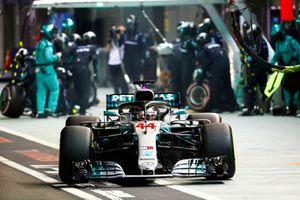 Lewis Hamilton, Mercedes AMG F1 W09 EQ Power+, sale de pits