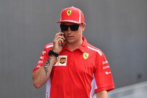 Kimi Raikkonen, Ferrari en su teléfono