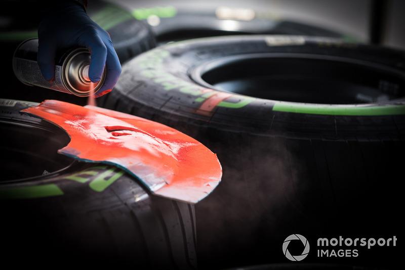 Des pneus Pirelli au marquage
