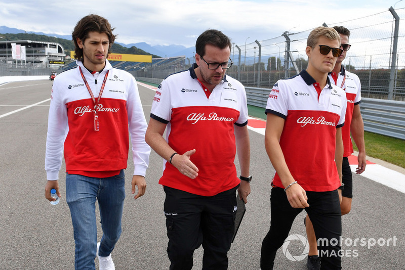 Marcus Ericsson, Sauber and Antonio Giovinazzi, Sauber walk the track
