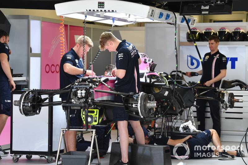 Racing Point Force India VJM11 en el garaje