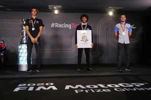 Le champion du monde Enea Bastianini, Italtrans Racing Team, le deuxième Luca Marini, Sky Racing Team VR46, le troisième Sam Lowes, Marc VDS Racing