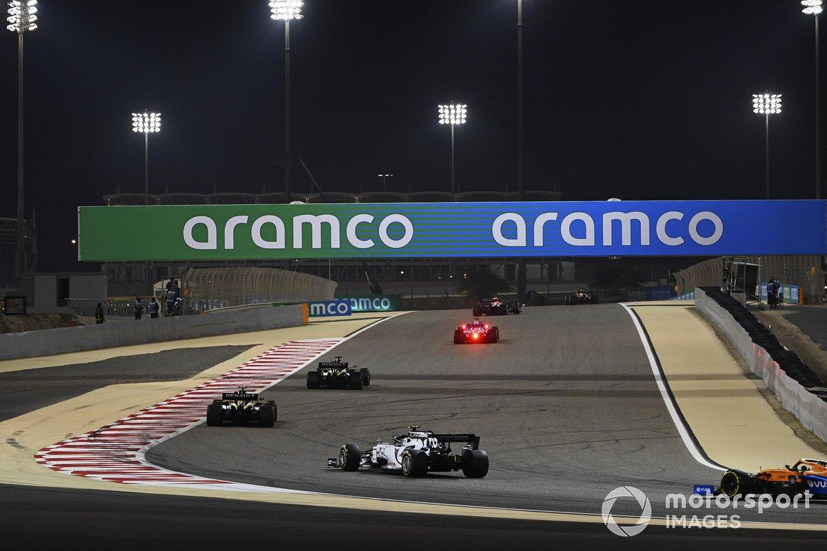 Daniel Ricciardo, Renault F1 Team R.S.20, Esteban Ocon, Renault F1 Team R.S.20, Pierre Gasly, AlphaTauri AT01