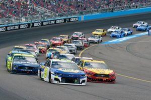 Joey Logano, Team Penske, Ford Mustang Shell Pennzoil and Chase Elliott, Hendrick Motorsports, Chevrolet Camaro NAPA Auto Parts