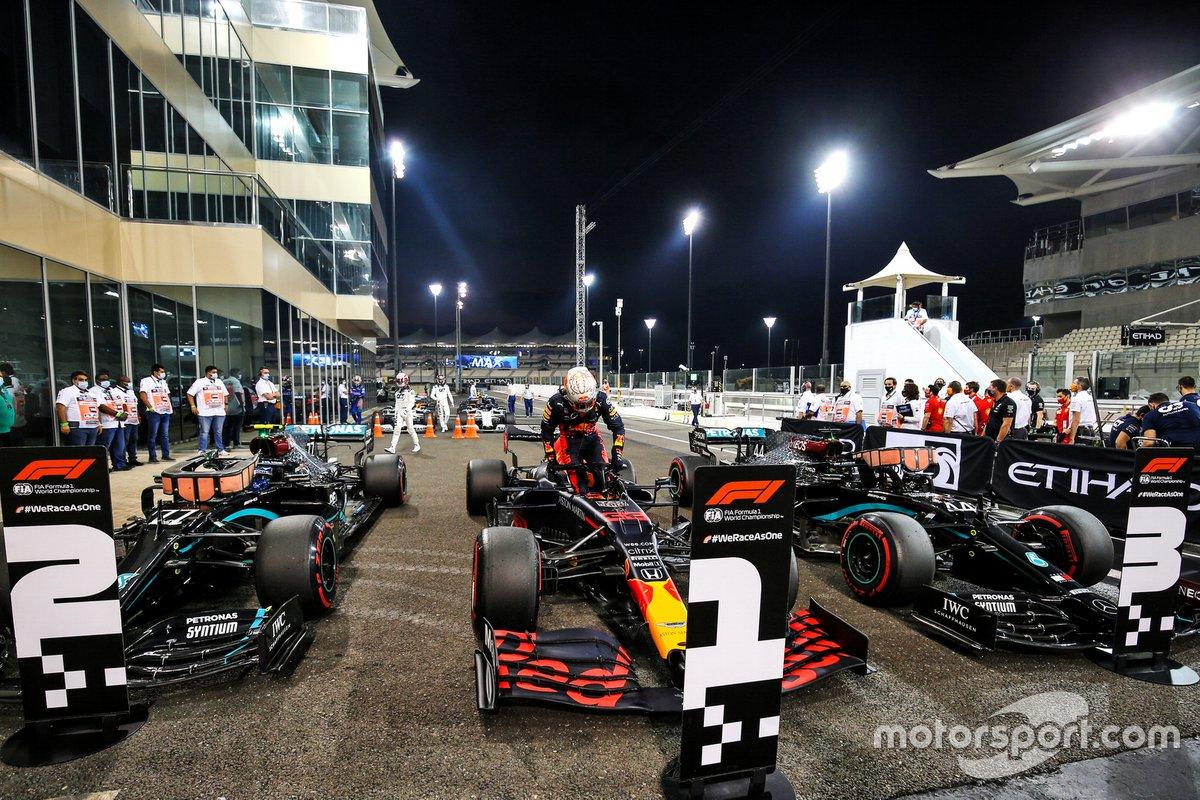 Max Verstappen, Red Bull Racing, celebra después de asegurarse la pole position