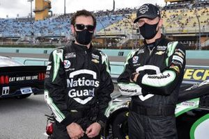 Kyle Larson, Hendrick Motorsports, Chevrolet Camaro NationsGuard, crew members