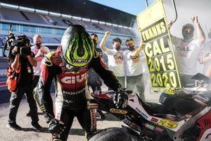 Cal Crutchlow accueilli par le Team LCR Honda à son retour au stand