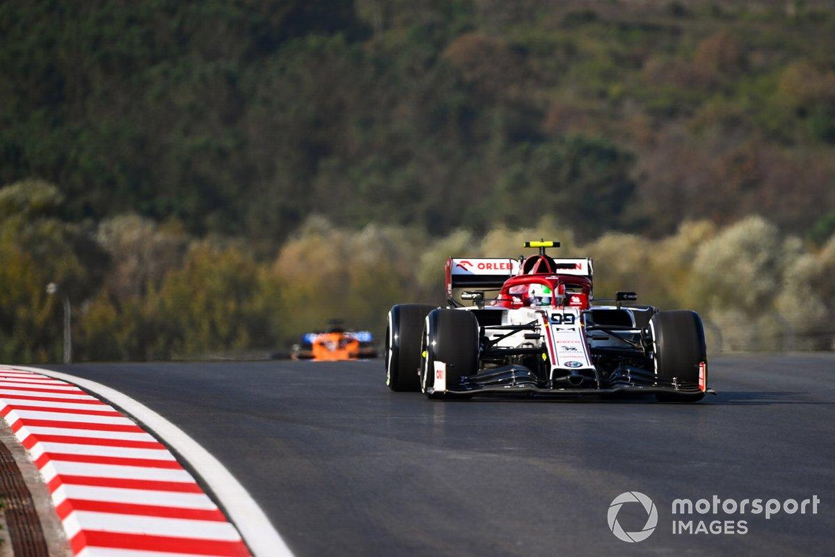 Antonio Giovinazzi, Alfa Romeo Racing C39, Carlos Sainz Jr., McLaren MCL35