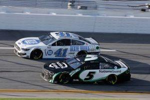Cole Custer, Stewart-Haas Racing, Ford Mustang Dixie Vodka, Kyle Larson, Hendrick Motorsports, Chevrolet Camaro NationsGuard