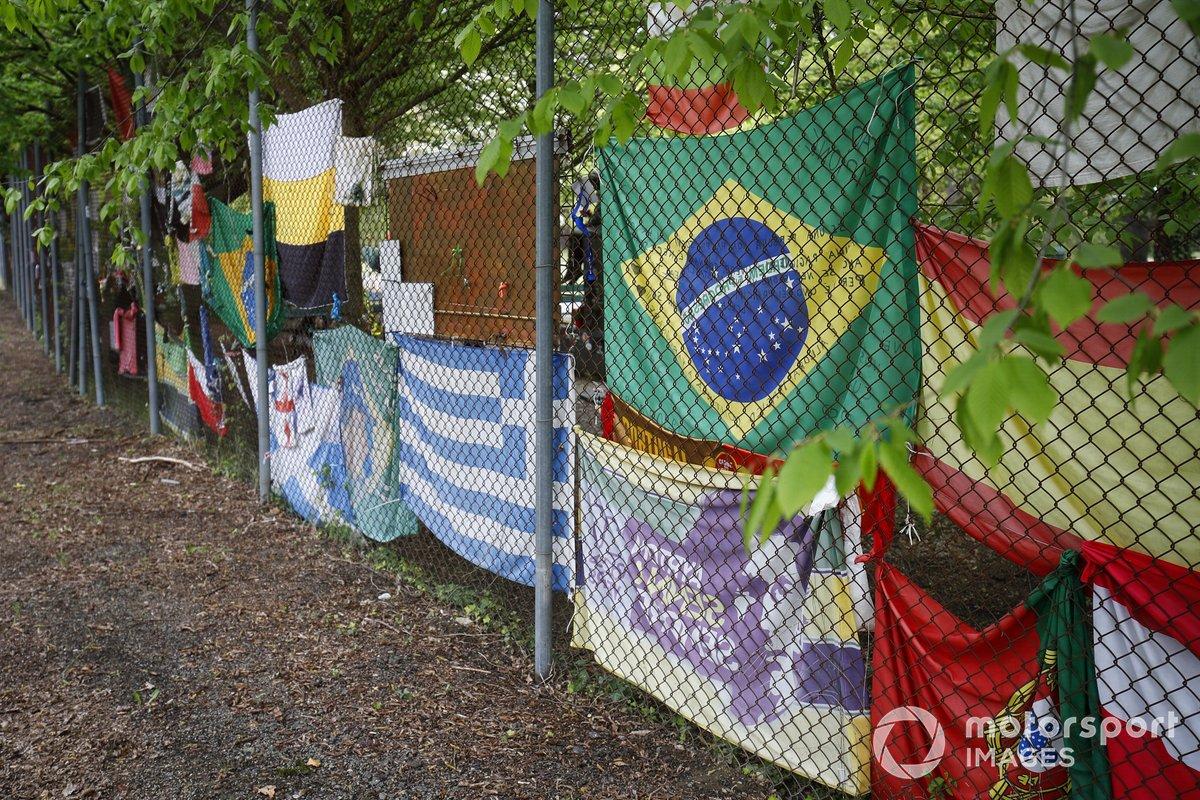 Homenaje a Ayrton Senna en la valla