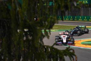 Nikita Mazepin, Haas VF-21, Sebastian Vettel, Aston Martin AMR21