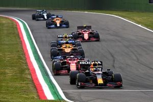 Max Verstappen, Red Bull Racing RB16B, Charles Leclerc, Ferrari SF21, Lando Norris, McLaren MCL35M, Pierre Gasly, AlphaTauri AT02, en Carlos Sainz Jr., Ferrari SF21