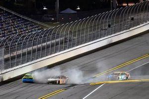 #9: Chase Elliott, Hendrick Motorsports, Chevrolet Camaro Llumar and #12: Ryan Blaney, Team Penske, Ford Mustang Menards/Great Lakes Flooring crashes