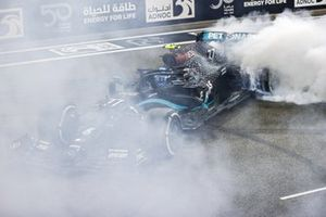Valtteri Bottas, Mercedes F1 W11, 2nd position, performs some celebratory donuts