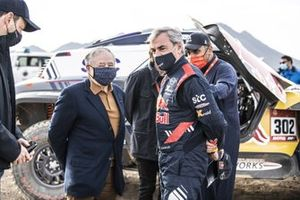 #300 X-Raid Mini JCW Team: Carlos Sainz with FIA president Jean Todt