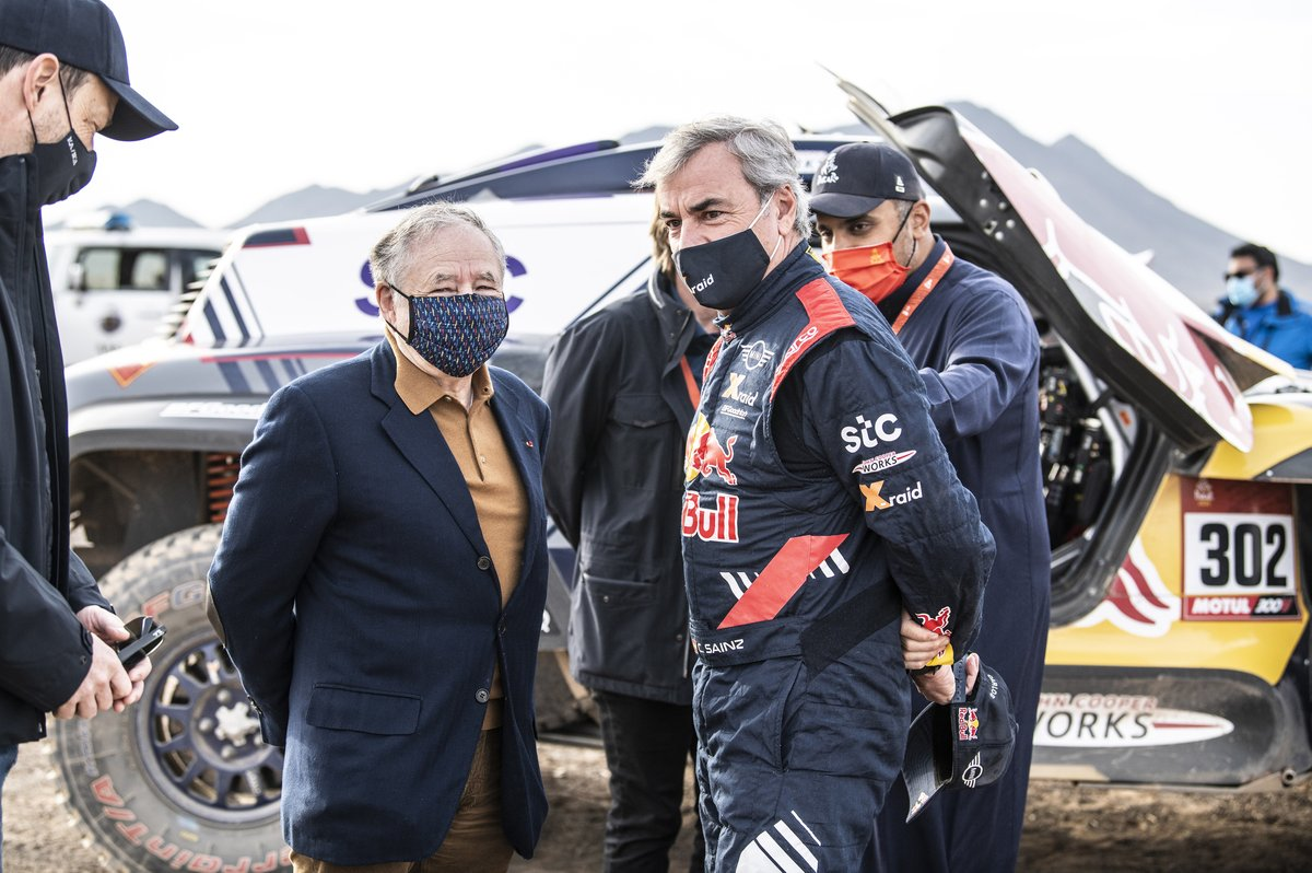 #300 X-Raid Mini JCW Team: Carlos Sainz with FIA president Jean Todt