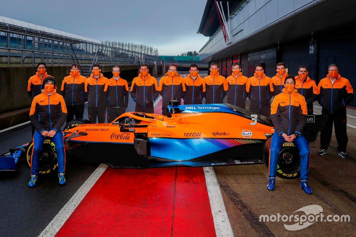 Lando Norris, Daniel Ricciardo, avec la McLaren MCL35M et l'équipe