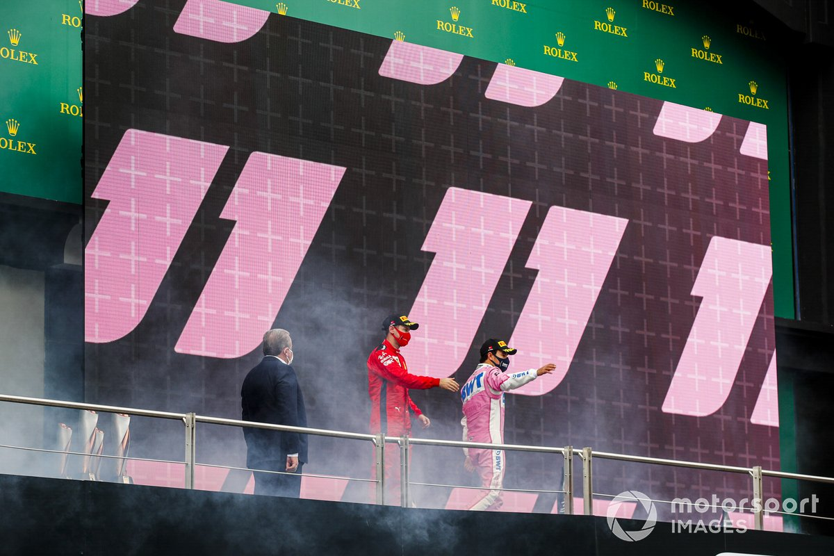 Podio: segundo lugar Sergio Pérez, Racing Point, y tercer lugar Sebastián Vettel, Ferrari