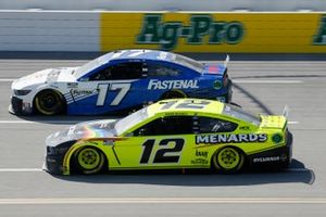 Ryan Blaney, Team Penske, Ford Mustang Menards/Sylvania, Chris Buescher, Roush Fenway Racing, Ford Mustang Fastenal