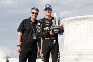 Marcus Ericsson, Arrow Schmidt Peterson Motorsports Honda con Michael Montri, Presidente del GP de Detroit