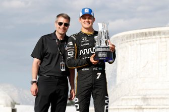 Marcus Ericsson, Arrow Schmidt Peterson Motorsports Honda with Michael Montri, President of the Detroit GP
