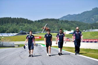 Lance Stroll, Racing Point walks the track with his team