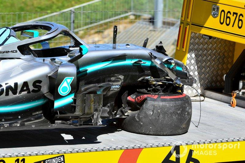 La voiture endommagée de Valtteri Bottas, Mercedes AMG W10
