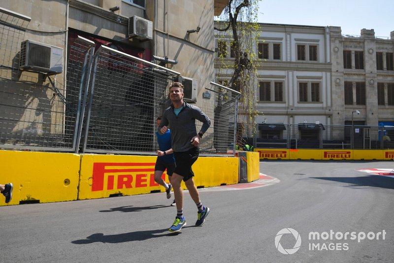Nico Hulkenberg, Renault F1 Team court sur la piste