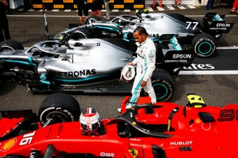Lewis Hamilton, Mercedes AMG F1, 1st position, inspects the Ferrari SF90 of his rival Charles Leclerc, Ferrari, in Parc Ferme