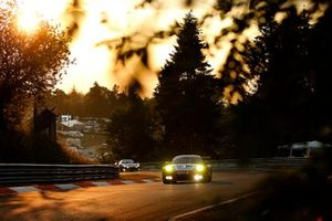 #31 Frikadelli Racing Team Porsche 911 GT3 R: Romain Dumas, Mathieu Jaminet, Matt Campbell, Sven Müller