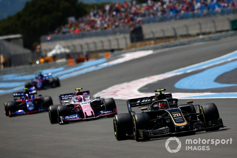 Kevin Magnussen, Haas F1 Team VF-19, leads Lance Stroll, Racing Point RP19, and Alexander Albon, Toro Rosso STR14