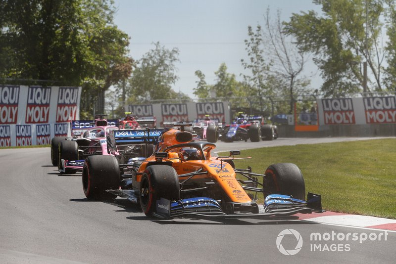 Carlos Sainz Jr., McLaren MCL34, Sergio Perez, Racing Point RP19