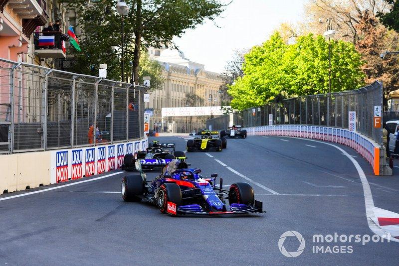Alexander Albon, Toro Rosso STR14, Kevin Magnussen, Haas F1 Team VF-19, y Nico Hulkenberg, Renault R.S. 19