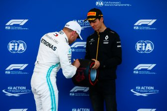 Pole man Valtteri Bottas, Mercedes AMG F1, receives his Pirelli Pole Position award from Jack Aitken, Development Driver, Renault F1