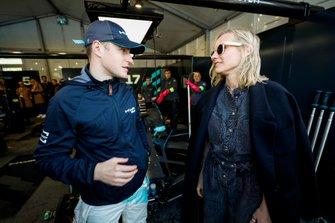 L'attrice Diane Kruger, con Stoffel Vandoorne, HWA Racelab