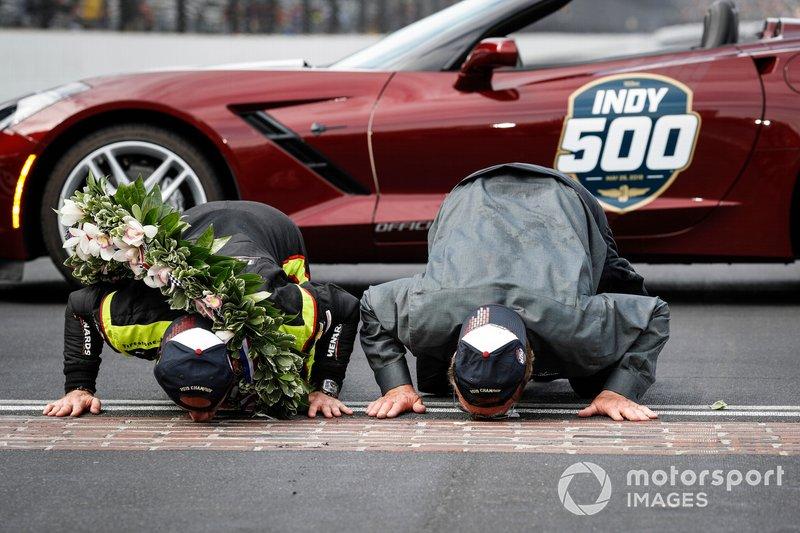 Simon Pagenaud, Team Penske Chevrolet, y John Menard