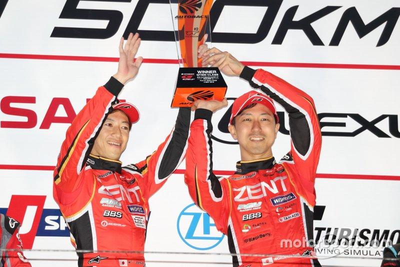 Podium: race winners #38 Team Zent Cerumo Lexus LC500: Hiroaki Ishiura, Yuji Tachikawa